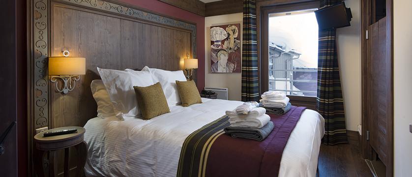 france_three-valleys-ski-area_val-thorens_hotel-and-residence-hameau-de-kashmir_bedroom2.png